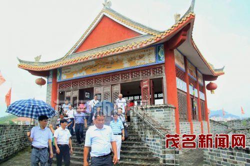 茂名高州人口-与会人员到高州长坡古城遗址参观-仙人洞杯 征联颁奖会在高州市长坡